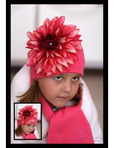 Комплект весенний коралловый шапка и шарф с пестрым георгином